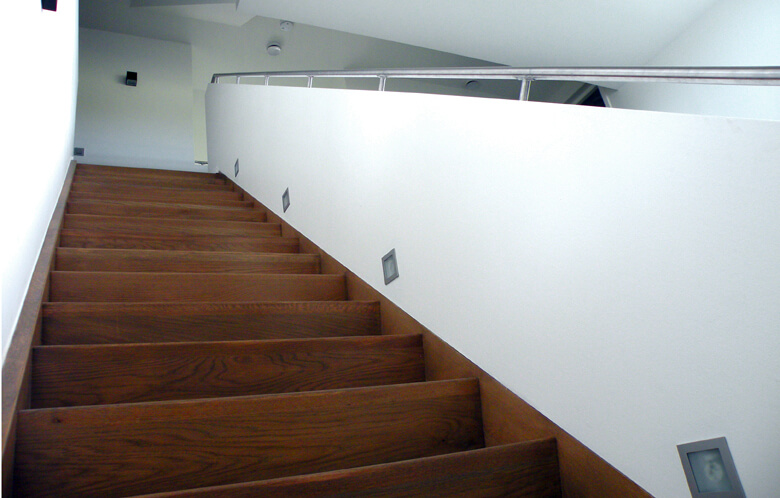 Trappen utrecht comfort trappen for Nieuwe trap laten plaatsen